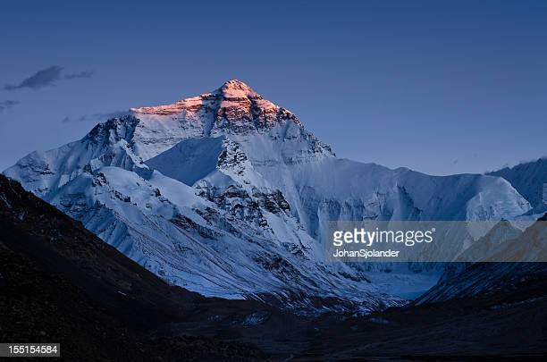 sunset on mount everest - mt. everest stock pictures, royalty-free photos & images