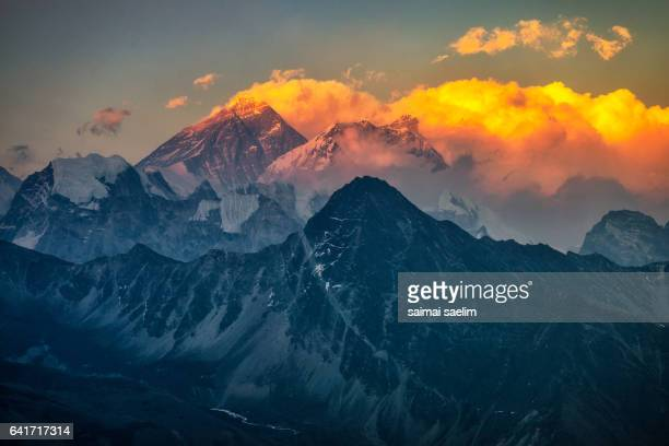 sunset on mt. everest and lhotse from gokyo ri, everest region - gokyo ri ストックフォトと画像