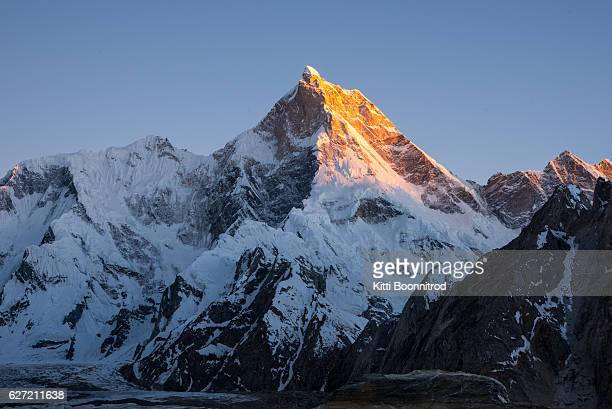 sunset on mt.masherbrum in pakistan - k2 mountain stock pictures, royalty-free photos & images