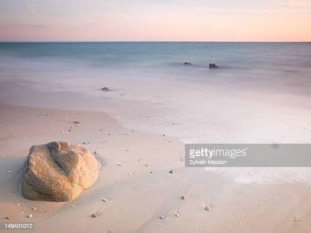 sunset on quiberon - golfe du morbihan photos et images de collection