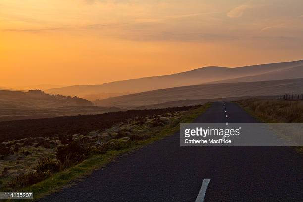 sunset on road in wicklow mountains, ireland - catherine macbride stockfoto's en -beelden