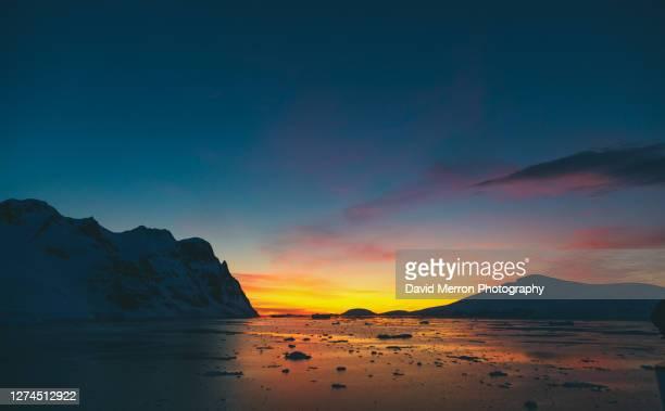 sunset on the antarctic peninsula - antarctic sound stockfoto's en -beelden