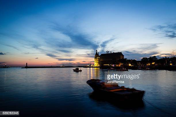 Puesta de sol sobre el río Bósforo