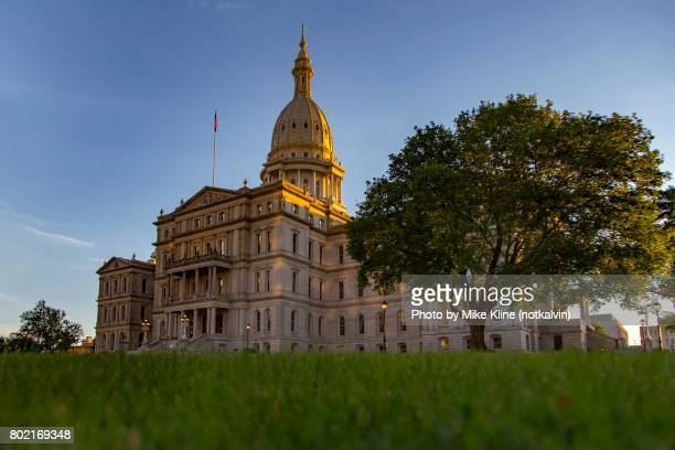 sunset on the capitol - lansing - michigan state capitol stock pictures, royalty-free photos & images