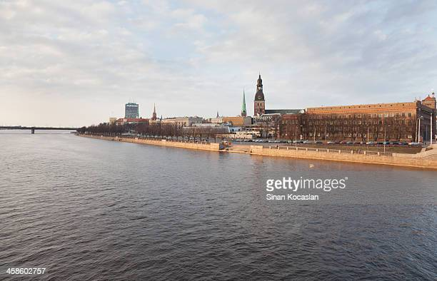Sonnenuntergang über dem Fluss Daugava
