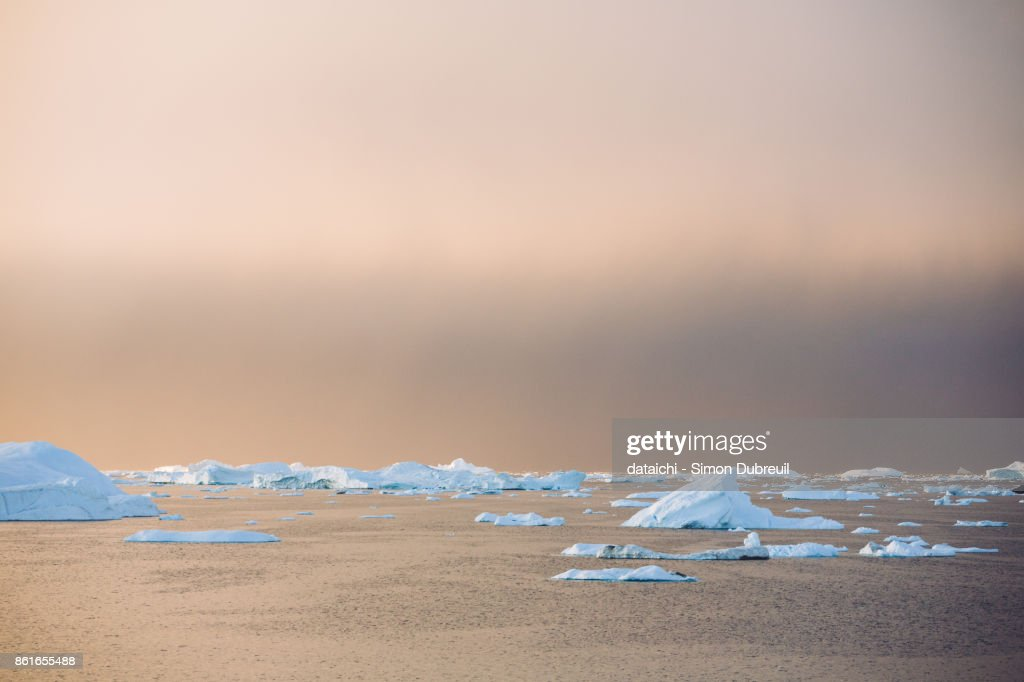 Sunset on the icebergs of Ilulissat Icefjord : ストックフォト