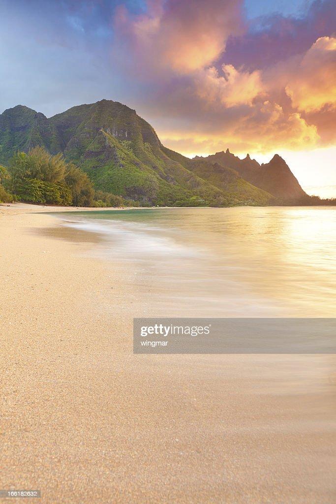 sunset on the north shore of kauai-tunnels beach, hawaii : Stock Photo