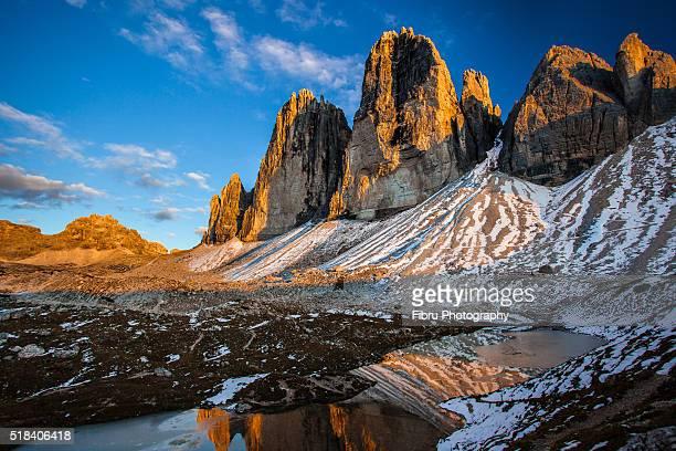 sunset on tre cime di lavaredo - トレチーメディラバレード ストックフォトと画像