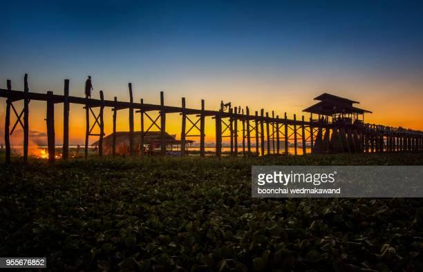 sunset on u bein bridge, amarapura, myanmar burma - teak wood material stock pictures, royalty-free photos & images