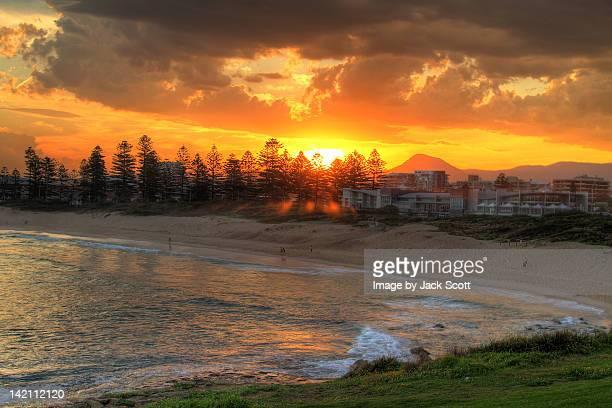 sunset over beach - wollongong stock pictures, royalty-free photos & images