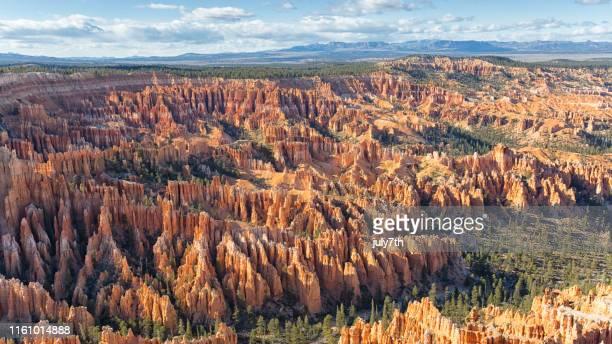 sonnenuntergang über dem bryce canyon - erodiert stock-fotos und bilder