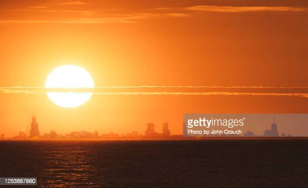 sunset over chicago skyline - indiana stock pictures, royalty-free photos & images