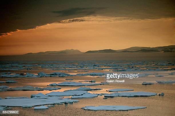sunset over chukchi sea - pakijs stockfoto's en -beelden