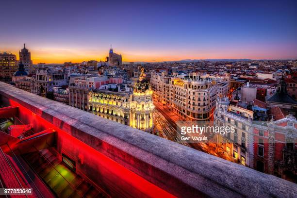 sunset over city, madrid, spain - madrid foto e immagini stock