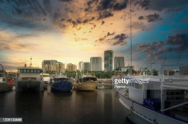 sunset over darwin, northern territory - darwin stock-fotos und bilder