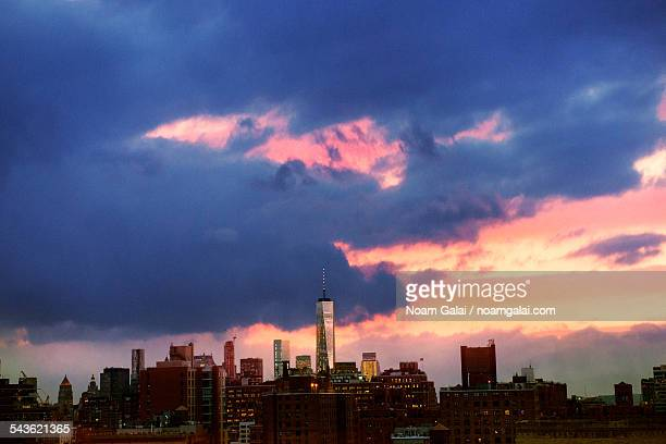 sunset over downtown new york - noam galai stock pictures, royalty-free photos & images
