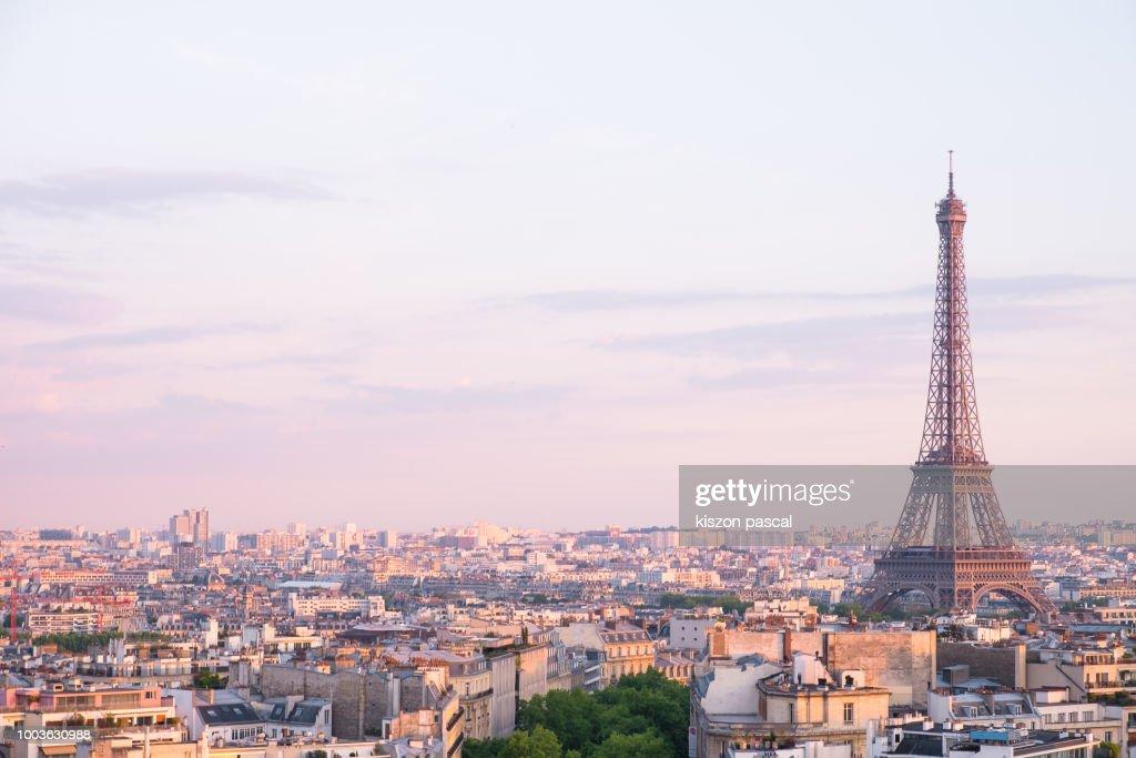 sunset over Eiffel tower in Paris , France : Foto de stock