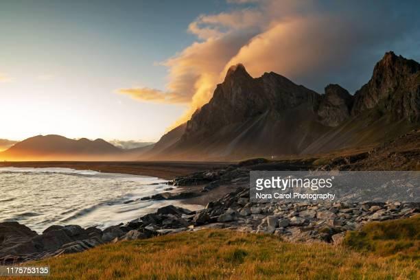 sunset over eystrahorn mountain - north fotografías e imágenes de stock