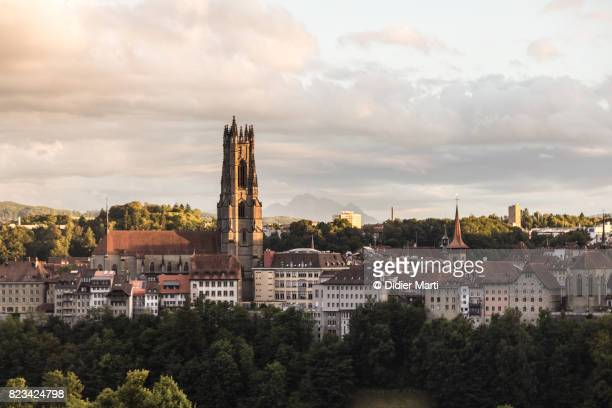 sunset over fribourg medieval town in switzerland - フリブール州 ストックフォトと画像