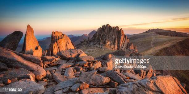 sunset over glyder fach - wales stock-fotos und bilder