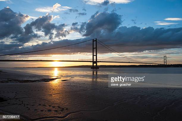 sunset over humber bridge - kingston upon hull stock pictures, royalty-free photos & images