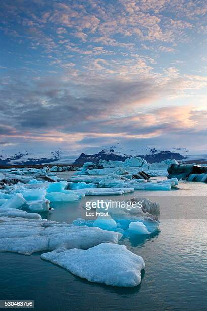 sunset over jokulsarlon, a glacial lagoon at the head of the breidamerkurjokull glacier on the edge of the vatnajokull national park, south iceland, iceland, polar regions - breidamerkurjokull glacier stock photos and pictures