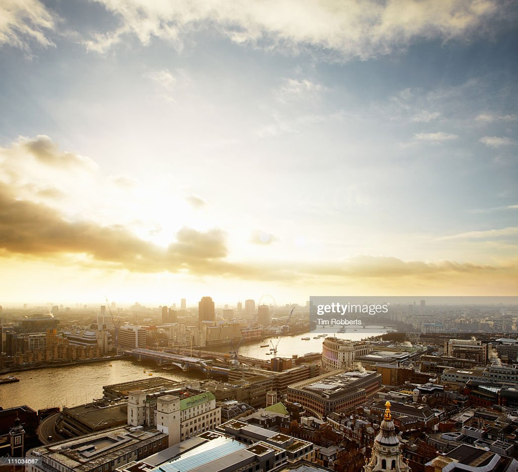 Sunset over London and The Thames. : Stock-Foto