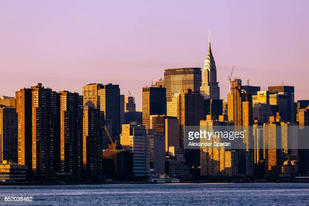 sunset over manhattan, new york city, usa - east village stock pictures, royalty-free photos & images