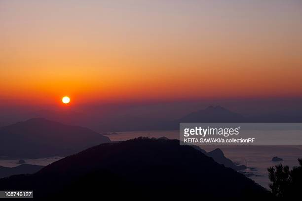 sunset over mountains - fukui prefecture - fotografias e filmes do acervo