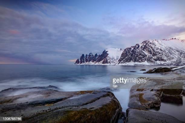 "sunset over okshornan mountain peaks at tungeneset in northern norway in winter - ""sjoerd van der wal"" or ""sjo"" stock pictures, royalty-free photos & images"
