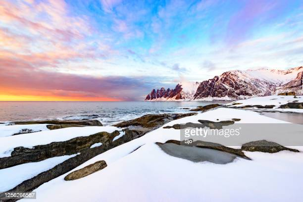 "sunset over okshornan mountain range at tungeneset in northern norway in winter - ""sjoerd van der wal"" or ""sjo"" stock pictures, royalty-free photos & images"