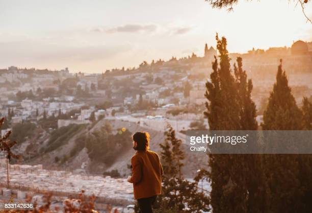 sunset over olive mountain in jerusalem - jerusalem old city stock pictures, royalty-free photos & images