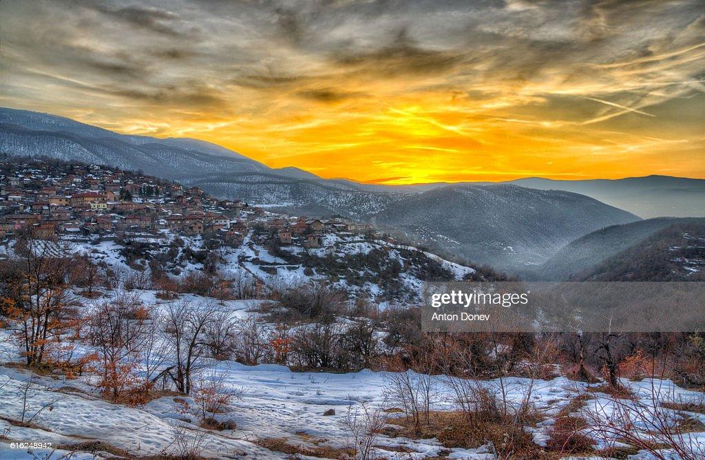 Sunset over Rozovo village - Rodophe mountain, Bulgaria : Foto de stock