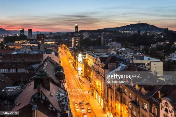 sunset over sarajevo, bosnia and herzegovina capital city - didier marti stock-fotos und bilder