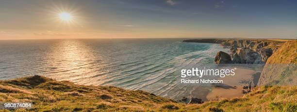 sunset over sea and cliffs, cornwall, england, usa - klippe stock-fotos und bilder