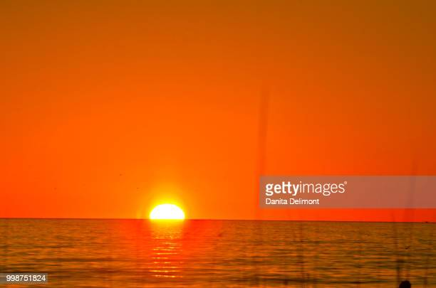 sunset over sea, crescent beach, siesta key, sarasota, florida, usa - siesta key 個照片及圖片檔