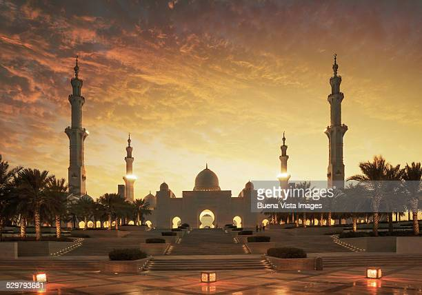 sunset over sheikh zayed grand mosque - sheikh zayed mosque stock pictures, royalty-free photos & images