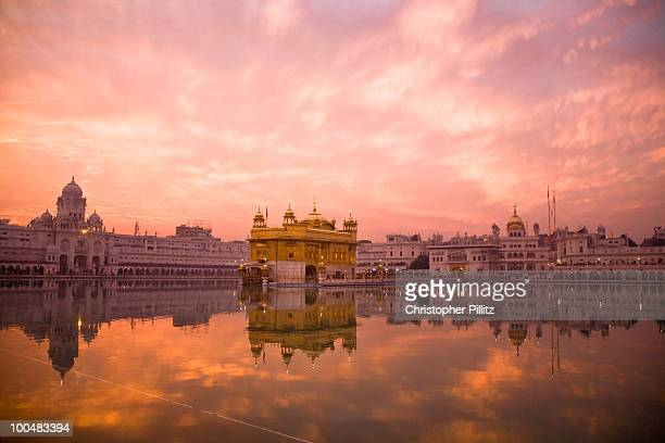 sunset over sikhisms holliest shrines:golden templ - golden temple india stock photos and pictures