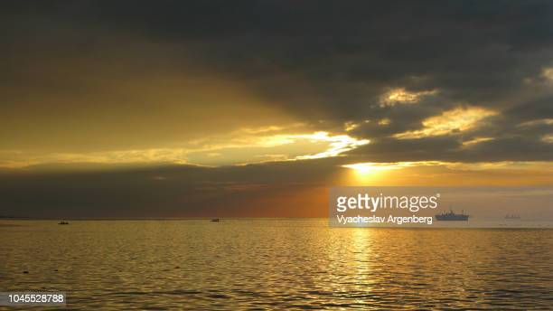 sunset over south china sea in manila bay, philippines - argenberg stock pictures, royalty-free photos & images