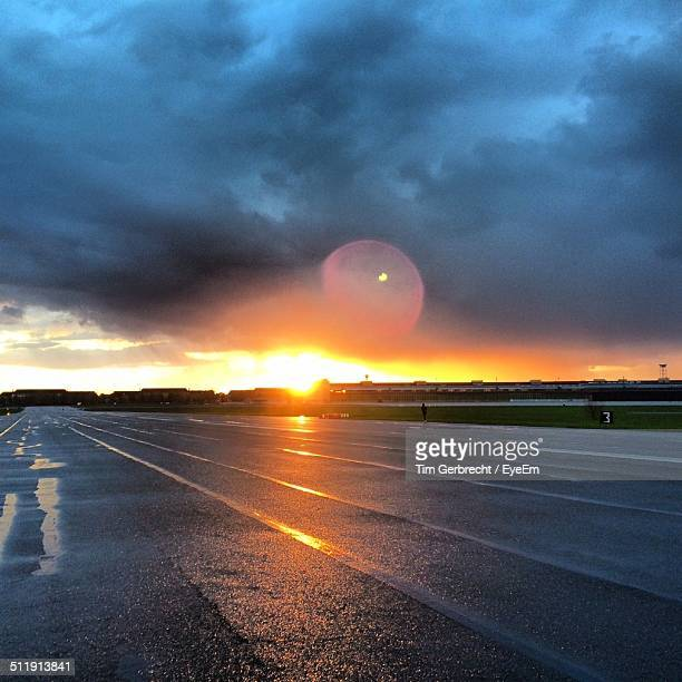 sunset over stadium - all weather running track stock pictures, royalty-free photos & images