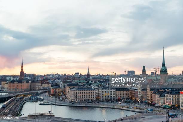 sunset over stockholm - stoccolma foto e immagini stock