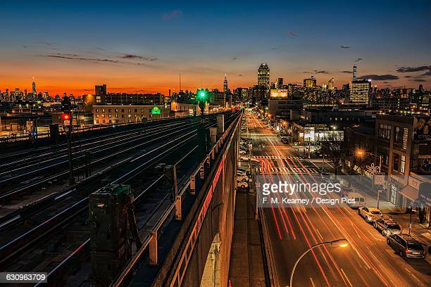 sunset over sunnyside, queens with manhattan in background - westchester county stock pictures, royalty-free photos & images