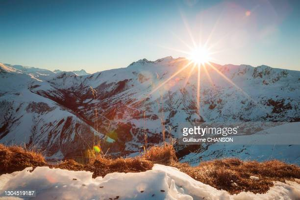 """sunset over the """"les grandes rousses"""" from the top of """"le corbier"""" ski station, savoie, france. - savoie stock pictures, royalty-free photos & images"""