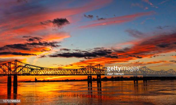 sunset over the mississippi river - mississippi stock pictures, royalty-free photos & images
