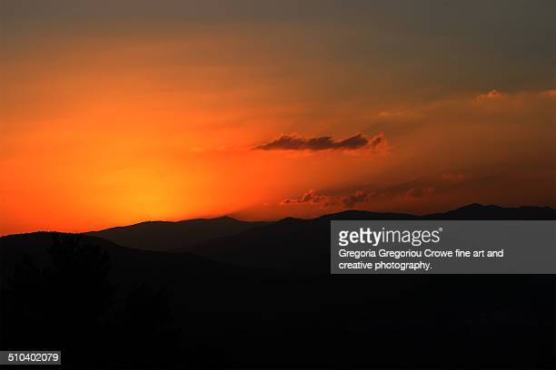sunset over the mountains - gregoria gregoriou crowe fine art and creative photography fotografías e imágenes de stock