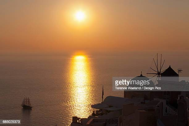 sunset over the ocean - terence waeland stock pictures, royalty-free photos & images