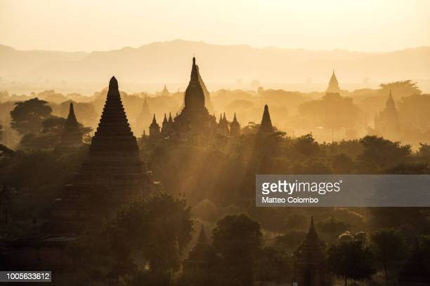 sunset over the pagodas of bagan, myanmar - バガン ストックフォトと画像