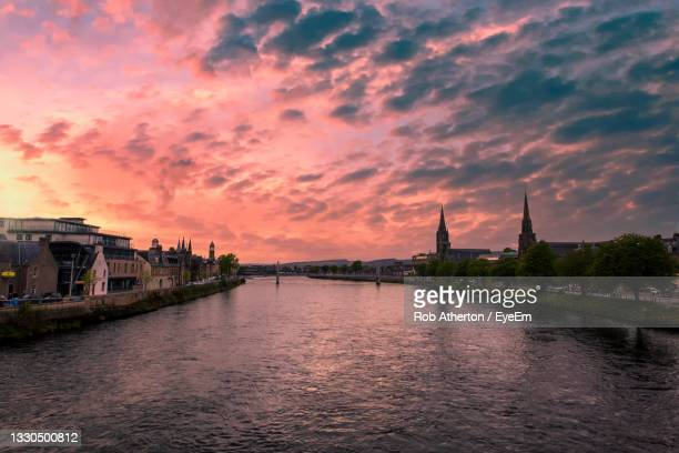 sunset over the river ness in inverness, scottish highlands, uk - canal stock pictures, royalty-free photos & images