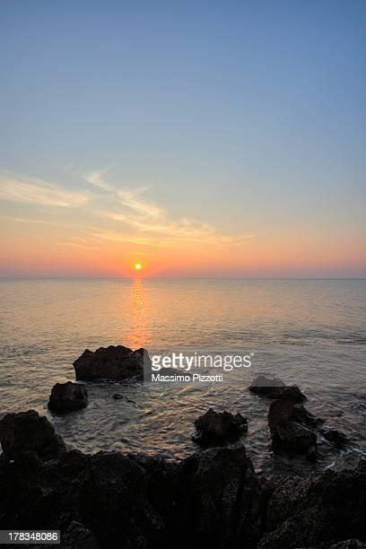 sunset over the sea - massimo pizzotti foto e immagini stock