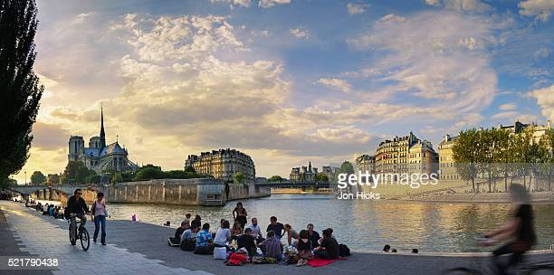 sunset over the seine. - river seine stock pictures, royalty-free photos & images
